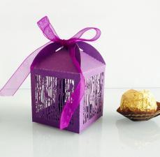 ajándékdoboz összehajtható: filigrán lila madárkás