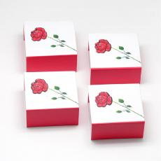 ajándékdoboz gyűrűhöz: piros-fehér rózsás