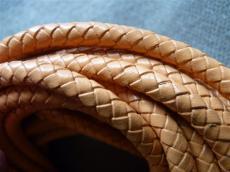 6 mm fonott bőrszál/k barack 1 cm