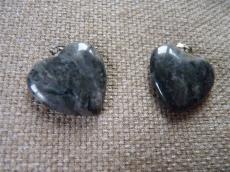 fekete labradorit/larvikit szív medál