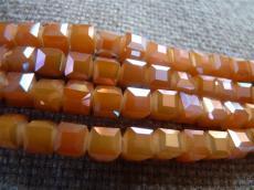 kockagyöngy 6x6 mm: fazettált telt narancs-full AB 10 db