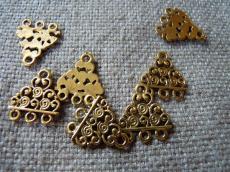 antik arany színű háromszög alakú alap