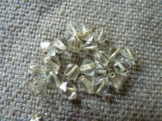 piramid gyöngy bronz közepű kristály 25 db