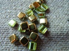 Dupla lyukú préselt négyzet olivin-brass 20 db