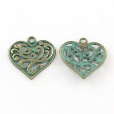 antik réz zöld patinás filigrán szív medál 1 db