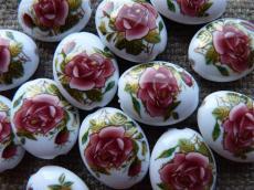fehér lapos ovális akril gyöngy rózsás 1 db