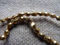 csepp alakú gyöngy 6 mm: metál arany 10 db másodosztályú