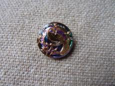Cseh üveggomb pávás lila-arany 22 mm