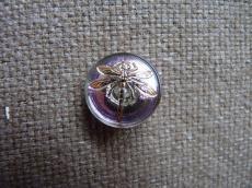 Cseh üveggomb kicsi szitakötős lila-arany