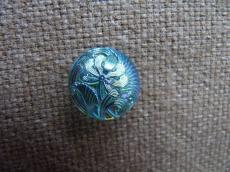 Cseh üveggomb kicsi virágos türkizkék AB