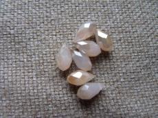 csepp alakú csiszolt medál: opál világosbarna világos wax