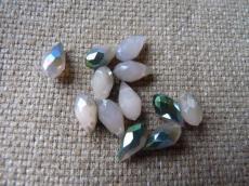 csepp alakú csiszolt medál: opál világosbarna sötét wax