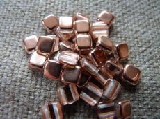 Dupla lyukú préselt négyzet kristály-capri gold 20 db