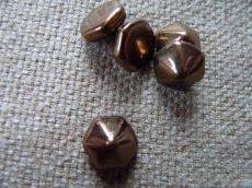 dupla lyukú préselt pyramid hexagon metál bronz