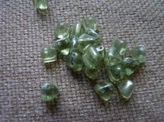 dupla lyukú kicsi préselt pyramid zöld lüszteres 10 db