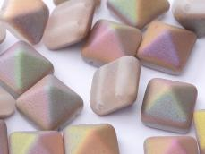 dupla lyukú préselt pyramid crystal sliperit matted
