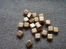 Dupla lyukú préselt négyzet matt metál arany 20 db