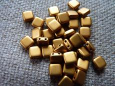 Dupla lyukú préselt négyzet matt metál sárgás-bronz 20 db