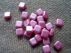 Dupla lyukú préselt négyzet pastel pink 20 db