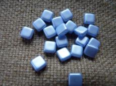 Dupla lyukú préselt négyzet pastel világos zafír 20 db