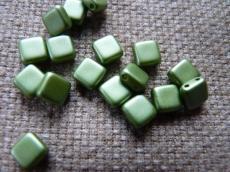 Dupla lyukú préselt négyzet pastel zöld 20 db