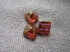 dupla lyukú préselt pyramid piros lüszteres