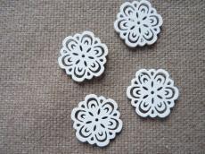famedál: fehér virág