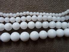 fehér jade utánzat 6 mm
