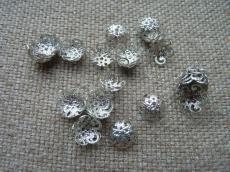 gyöngykupak: 10 mm filigrán csigás rhodium színű 20 db