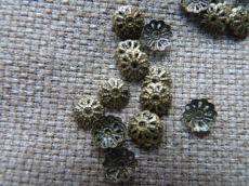 gyöngykupak: 7 mm filigrán antik réz színű 20 db