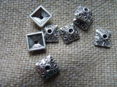 antik ezüst színű négyzet gyöngykupak 10 db