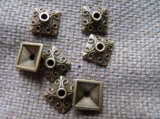 antik réz színű négyzet gyöngykupak 10 db