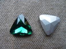 távol keleti kabochon háromszög smaragdzöld