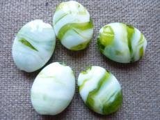 fehér-olivin ovális nagy lámpagyöngy