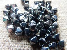 piramid gyöngy hematit 25 db