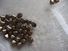piramid gyöngy gold bronz 20 db