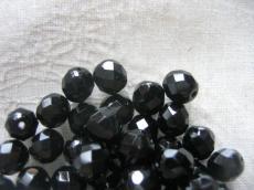 csiszolt gyöngy 8 mm fekete 20 db