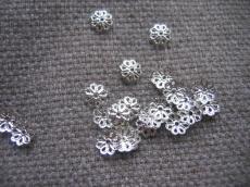 gyöngykupak: 7,5 mm filigrán ezüst színű 20 db
