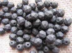 csiszolt gyöngy 6 mm: matt fekete 25 db