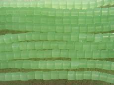kockagyöngy: opál világoszöld 20 db
