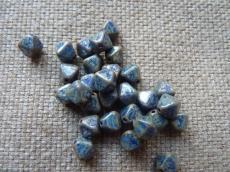 piramid gyöngy sötétkék- ezüsttravertin 10 db