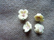porcelán virág sárga