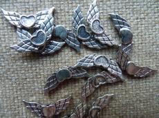 antik ezüst színű szivecskés angyalszárny 10 db másodosztályú