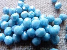 csiszolt gyöngy 6 mm: telt világos farmerkék hematit bevonattal