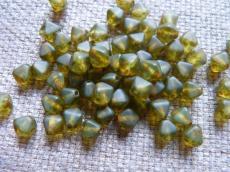 piramid gyöngy matt áttetsző zöld travertin 20 db
