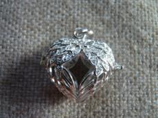angyalhívó medál 925 cirkoniával kirakott szárny alakú