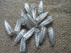 madártoll alakú gyöngy: kristály-ezüst 10 db