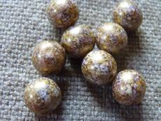 12 mm kerek gyöngy telt fehér-mályva-arany márványos 4 db