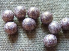 12 mm kerek gyöngy telt fehér-mályva márványos 4 db