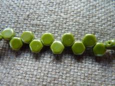 honeycomb gyöngy: lüszteres olivin 30 db